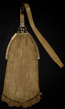 Turn of the 20th century 14K gold mesh purse with original gold strap and double-sapphire clasp, total gold weight: 59.9 dwt. Estimate $2,000-$3,000. Morphy Auctions image.