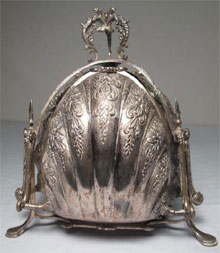 German silver folding muffin warmer, gold-washed interior with pierced guards, stamped '800' with a crown. Estimate $700-$900. Auctions Neapolitan image.