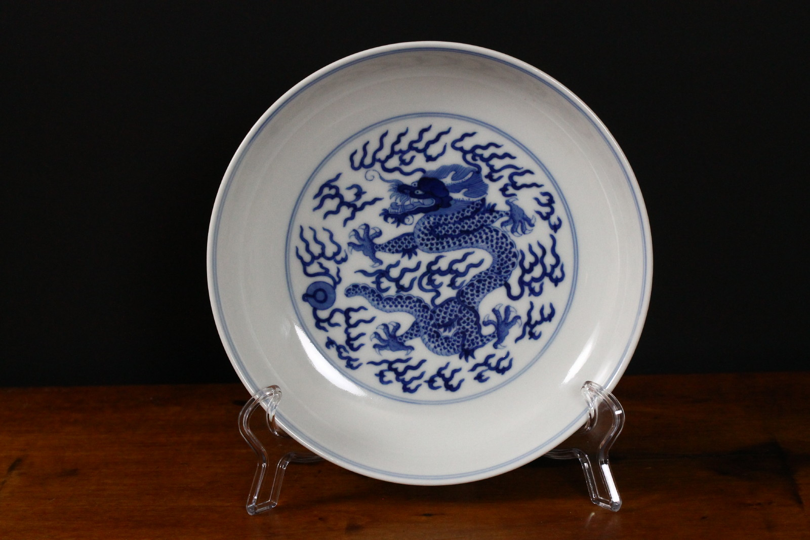 Chinese Guangxu blue and white dish, 7¼in dia., with underglaze blue six-character mark and of the period (1875-1908), featuring curled dragon and flaming pearl amongst thunderbolts. Est. $2,000-$3,000. Manatee Galleries image.